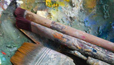 Stilleben, Pinsel auf Farbe